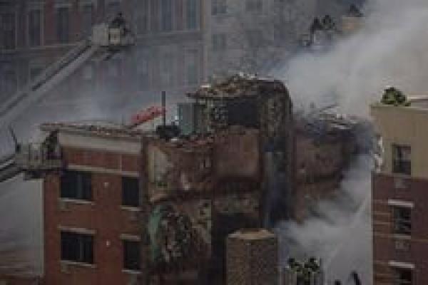 При обрушении жилого дома на Манхэттене пострадали десятки человек