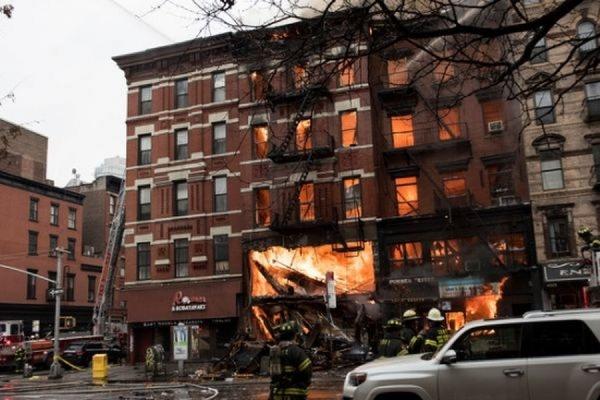 На Манхэттене в результате взрыва газа в жилом доме обрушились три здания