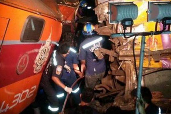 В Таиланде в результате столкновения двух поездов пострадали несколько десятков человек