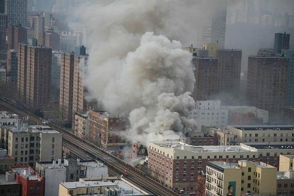 В жилом комплексе в Нью-Йорке произошел сильный пожар