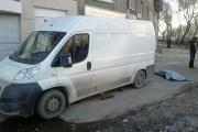 В Екатеринбурге водитель микроавтобуса, сдавая назад, задавил пенсионерку