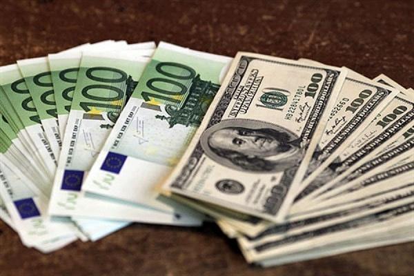 Евро падает к доллару