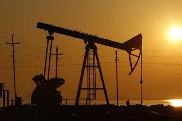Мировые цены на нефть снижаются в ожидании решения по иранской ядерной программе