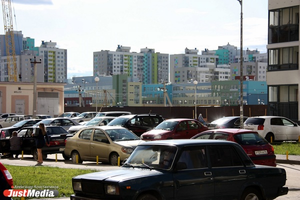 Свердловские депутаты встали на путь борьбы с несанкционированными парковками