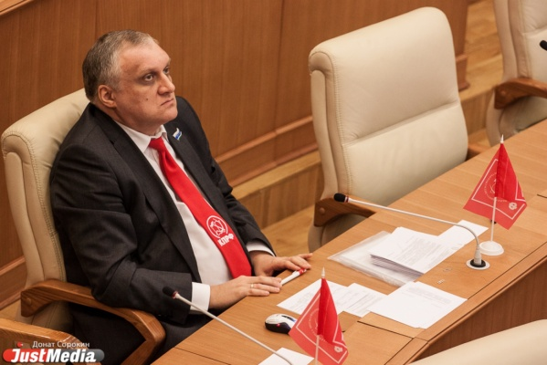 «У работников пропадает стимул к труду». Депутат Шадрин предлагает сократить зарплаты руководителей госучреждений