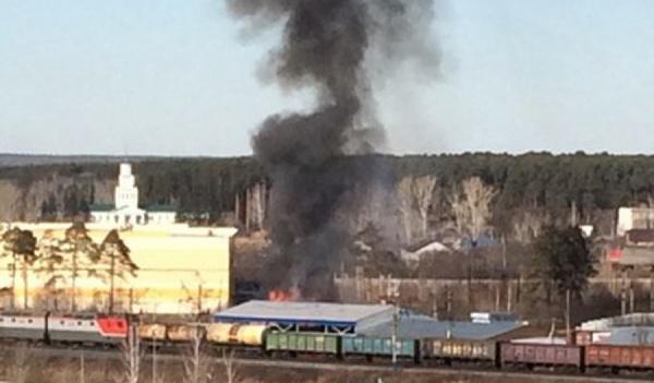 «В ту сторону рванули все машины с пожарной части» В поселке Кольцово крупный пожар