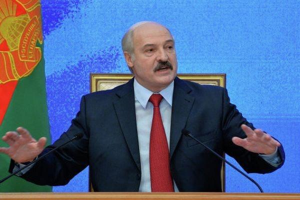 Лукашенко поздравил Путина с Днем единения народов Белоруссии и России