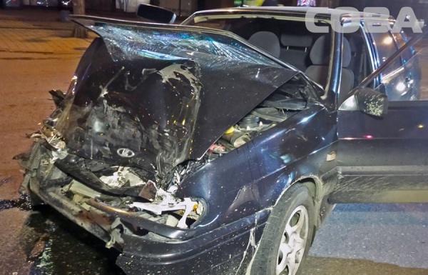 В Екатеринбурге пьяный водитель «четырнадцатой» на бешеной скорости влетел в такси