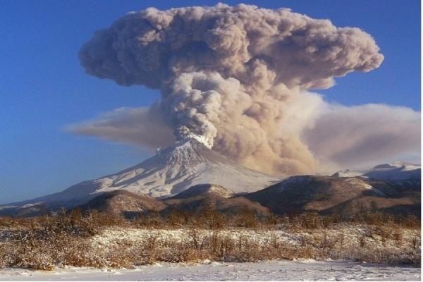 Извержение сразу трёх вулканов началось на Камчатке