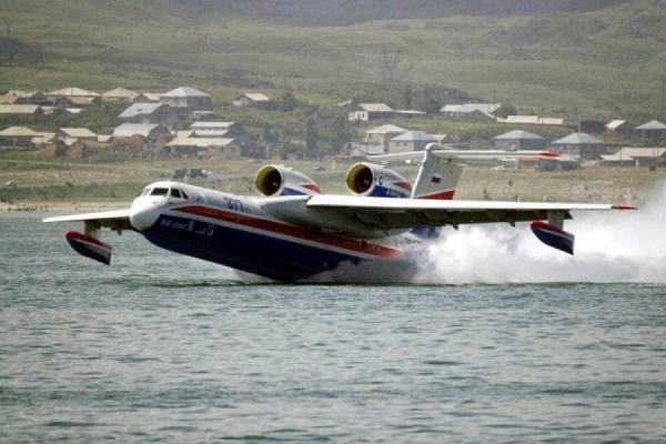 Рыбаков с затонувшего траулера будут искать с помощью самолета-амфибии