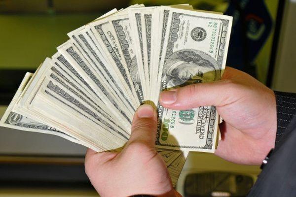 Средневзвешенный курс доллара на ЕТС снизился