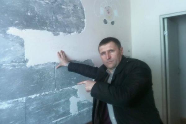 Власти Камышлова переселили людей из аварийных бараков в аварийный многоквартирник. ФОТО