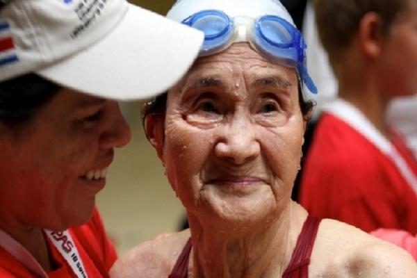 100-летняя японка установила новый рекорд по плаванию
