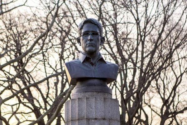 В Нью-Йорке демонтировали незаконно установленный памятник Эдварду Сноудену
