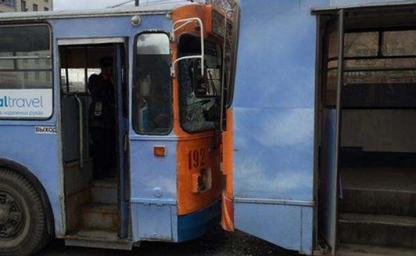 В Екатеринбурге столкнулись два  троллейбуса