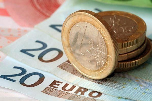 Курс евро впервые с конца ноября 2014 года упал ниже 60 рублей