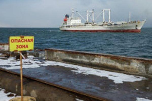 Иностранных моряков, выживших после крушения траулера «Дальний Восток», взяли под арест