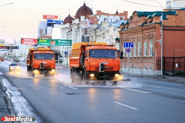 В Екатеринбурге во время весенней уборки будут эвакуировать машины из парковочных карманов