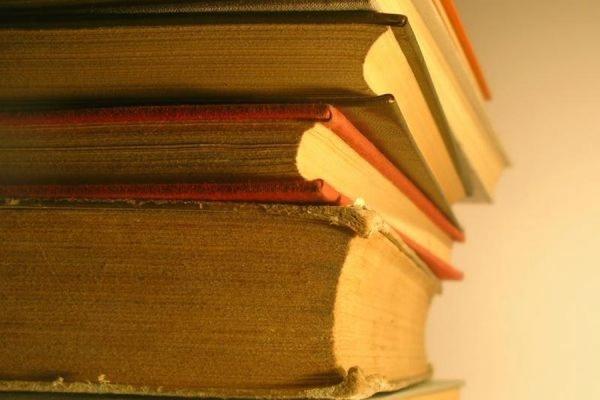 В Москве задержали двух мужчин, пытавшихся продать книги из сгоревшей библиотеки ИНИОН