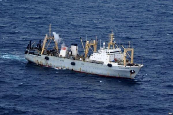 МЧС завершило активные поиски людей с затонувшего траулера «Дальний Восток»