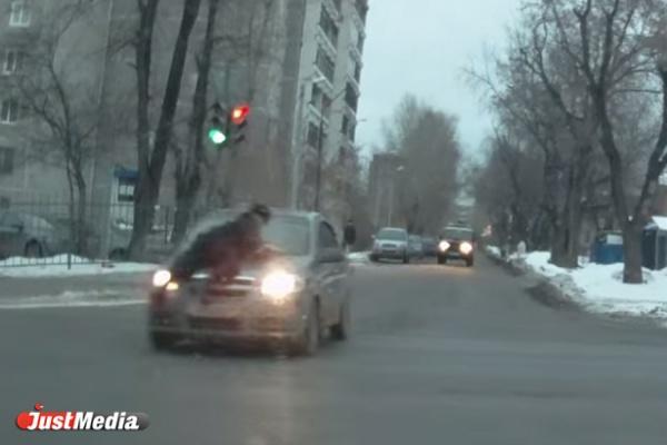 Лихача с Уралмаша, протащившего полицейского на капоте своего Шевроле, посадили на 6 лет. ВИДЕО