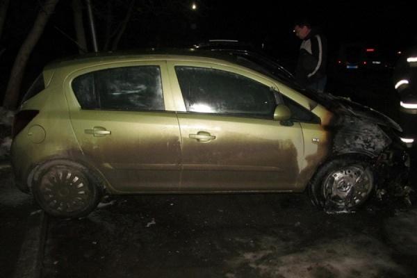 Этой ночью в Екатеринбурге сгорел очередной автомобиль. А в Новоуральске полиция задержала поджигателя машин. ФОТО