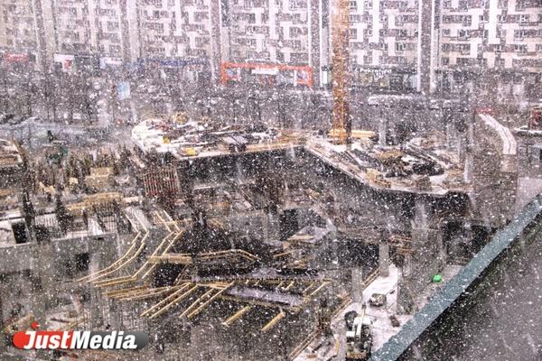 Екатеринбург вновь накрыл снегопад (ФОТО)