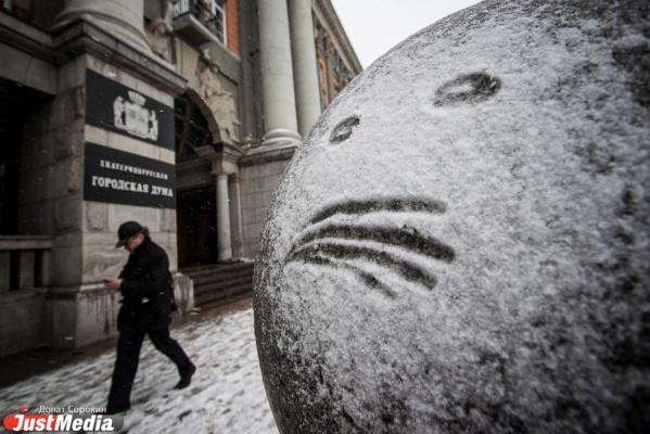 Снег и дождь в Екатеринбурге могут привести к росту ДТП. ГИБДД просит водителей и пешеходов усилить бдительность