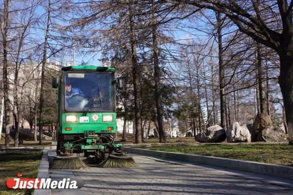 Тротуары в Екатеринбурге отмоют за пять дней