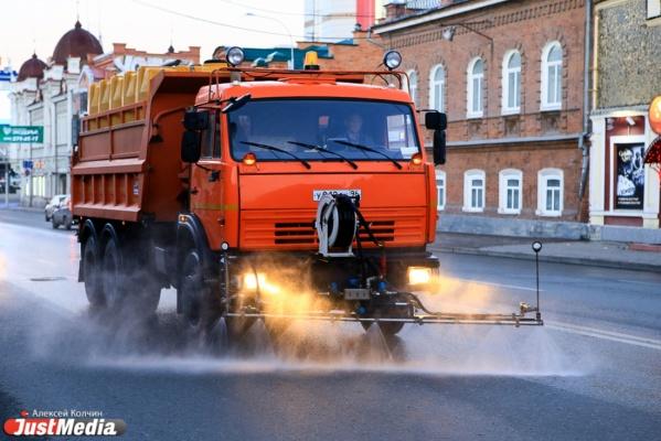 Екатеринбургские коммунальщики перешли на круглосуточный режим мойки улиц