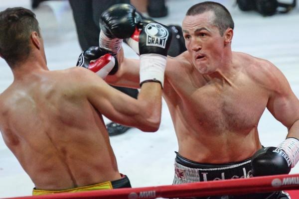 Лебедев защитил титул чемпиона мира по боксу