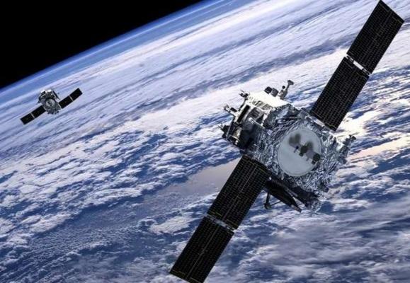 Российские военные засекли группировку иностранных спутников радиотехнической разведки
