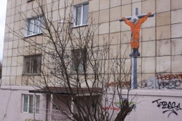 В Перми силовики заинтересовались «распятым Гагариным» на стене многоэтажки