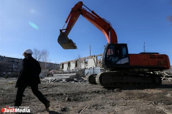 Мэрия накажет ПЖСК «Парковый» за неустойчивую ограду и грязь вокруг стройки