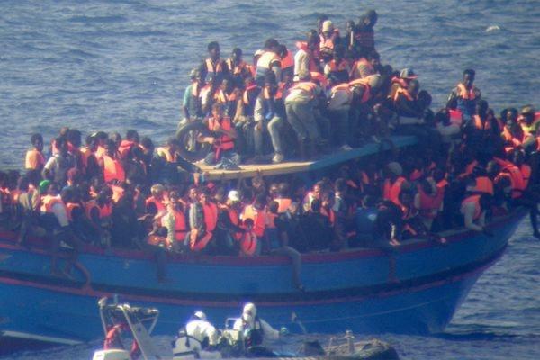 В Средиземном море на пути в Италию утонули 400 мигрантов из Ливии