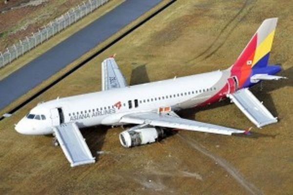 В японской Хиросиме самолёт при посадке зацепился за 18-метровую антенну