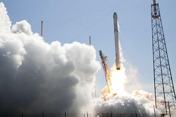 Глава Space X Илон Маск сообщил о неудачном приземлении первой ступени ракеты Falcon