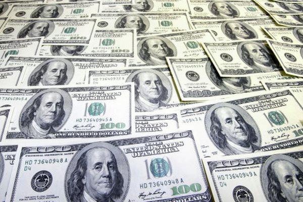 Официальный курс доллара упал до 50,5 рубля