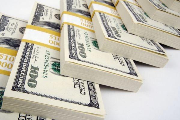 Официальный курс доллара впервые с