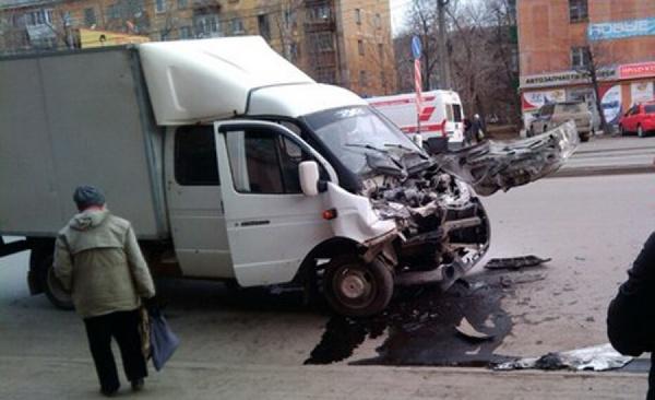 В Екатеринбурге мужчина, находясь за рулем грузовой «Газели», умер от сердечного приступа