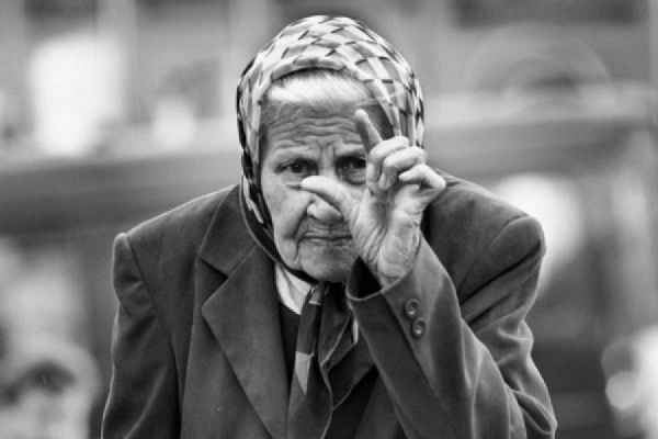 Ученые призывают отсчитывать старость после 75 лет, но в России до этого возраста доживают не все