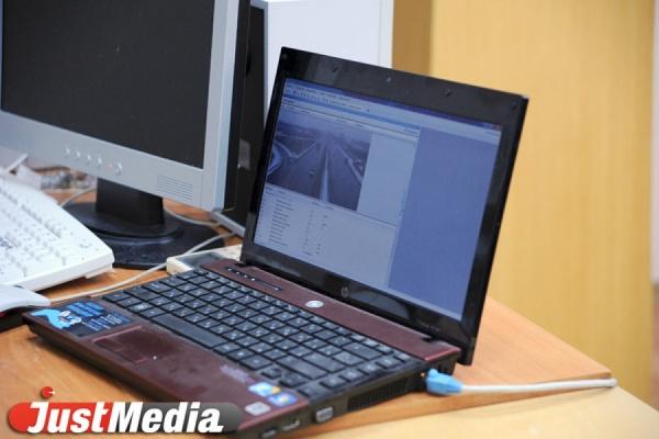 Невьянский чиновник получил за подложный документ взятку в виде ноутбука и мыши