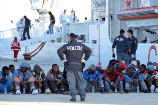 На Сицилии арестованы мигранты-мусульмане, выбросившие за борт лодки 12 христиан