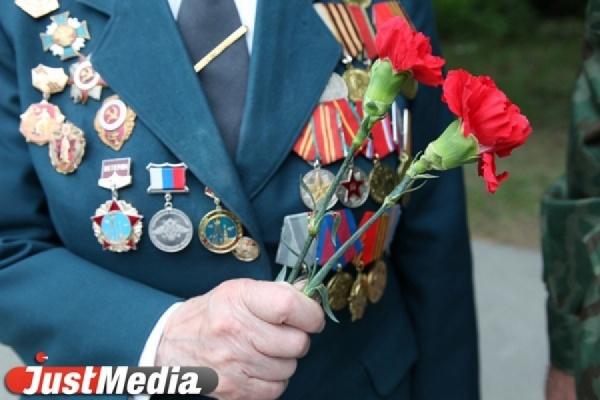 В новой школе Академического Александр Якоб вручил медали ветеранам Великой Отечественной войны