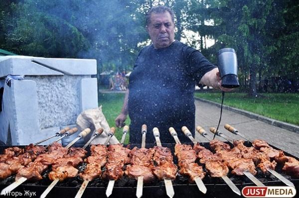 Свердловчане отведают двухсоткилограммового быка и посоревнуются в поедании хот-догов