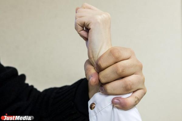 В Екатеринбурге неизвестный угрожал продавцу торгового павильона ножом