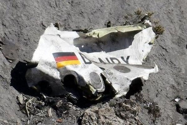 Спасатели завершили сбор обломков Airbus A320, разбившегося во французских Альпах