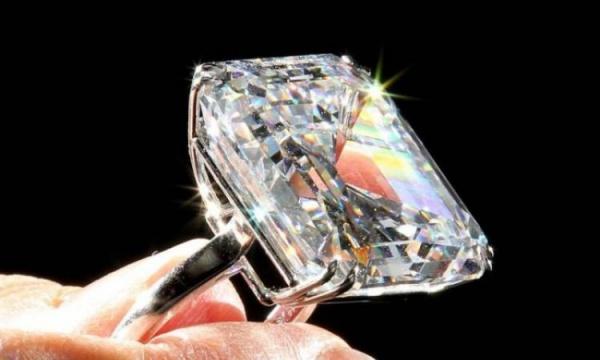 В Нью-Йорке продали бриллиант за 22 миллиона долларов