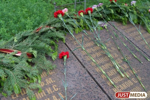 Памятники на Уралмаше практически готовы к 9 мая