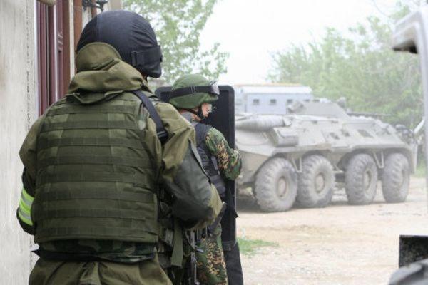 В Дагестане при попытке вырваться из заблокированного дома убит боевик